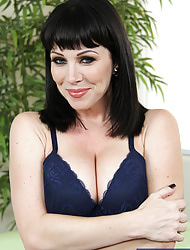 Rayveness & Xander Corvus in My Friend's Hot Mom - Crabby America