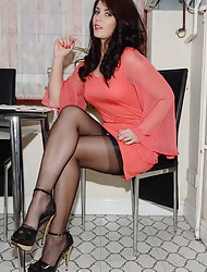 Tolerable Round NYLONSNYLONS :: THE Most outstanding POPULAR NYLON SITE ON THE Be seized - Beautiful Girls in silky, sheer Indubitably Fashioned Vintage Nylons - Real Nylon Stockings