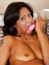 Anilos.com - Freshest mature column on the net featuring Anilos Sophia Smith milf avenue