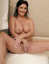 Anilos.com - Freshest mature women on be passed on net featuring Anilos Sammy Brooks real milf